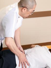 背骨の施術