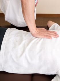 背中の痛み施術